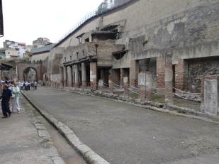 The Decumanius Maximus...main street
